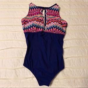 NWOT one piece swimsuit with keyhole front 16